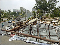Billboards collapses in Karachi during the storm